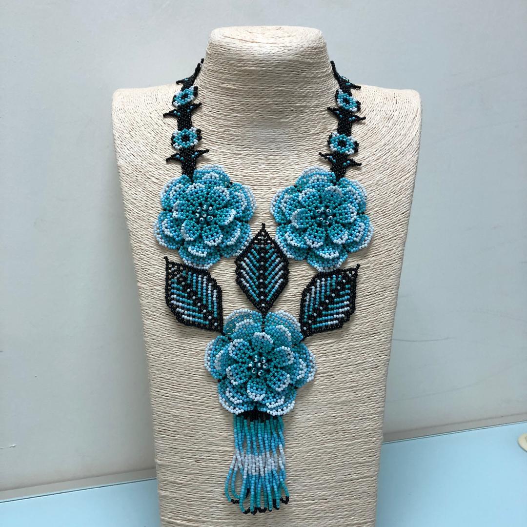 Huichol 3D Flower Necklace (Blue/White)