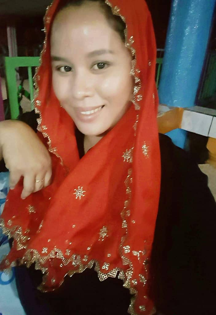 Selayah Keringkam (Malay Wear with gold sewings)