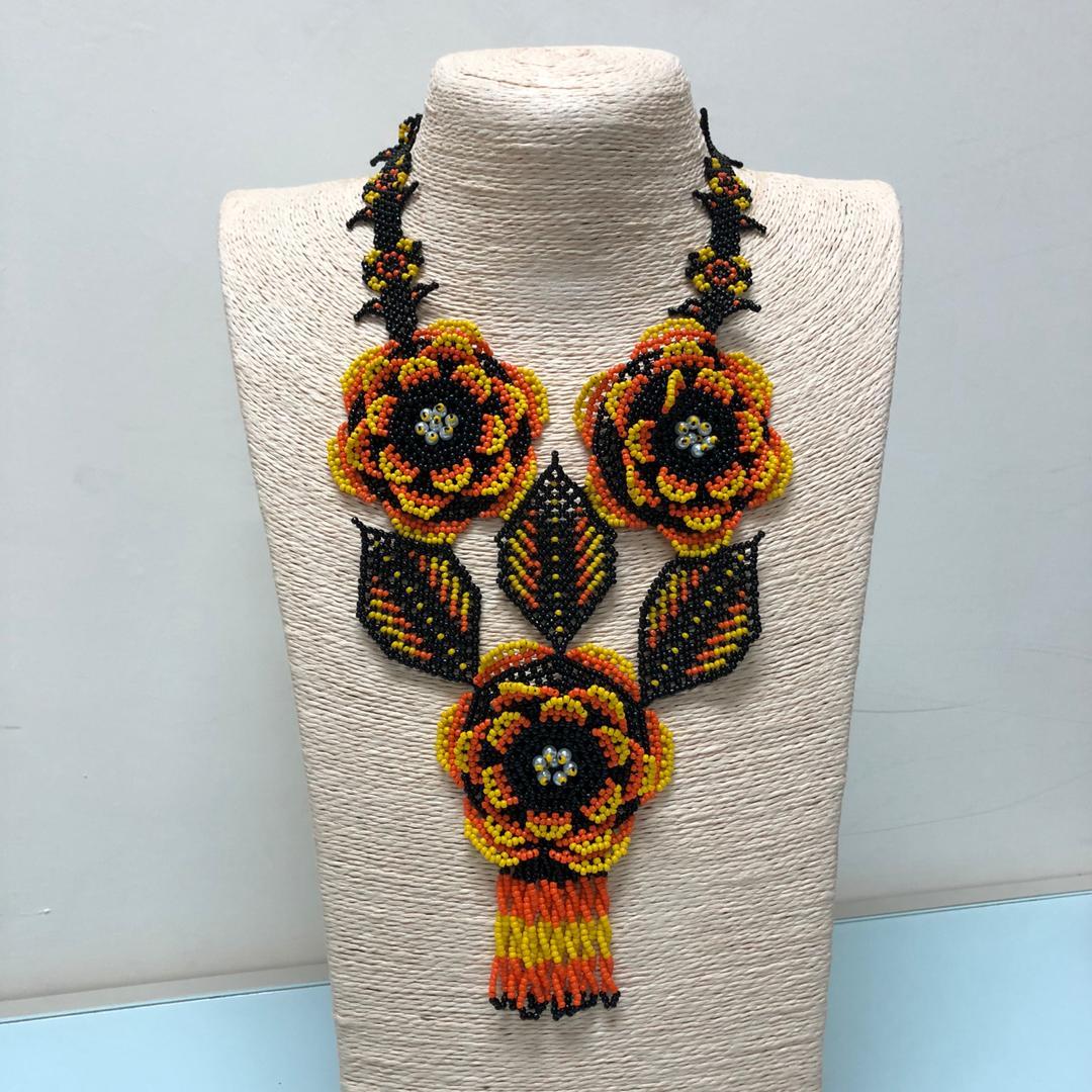 Huichol 3D Flower Necklace (Black/Yellow)